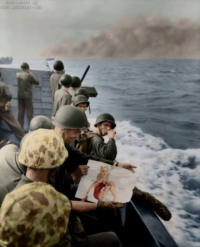 1 bn 8 rgt 2nd Marine Div in lcvp headed to Tarawa 21 Nov 43 vargas pinup